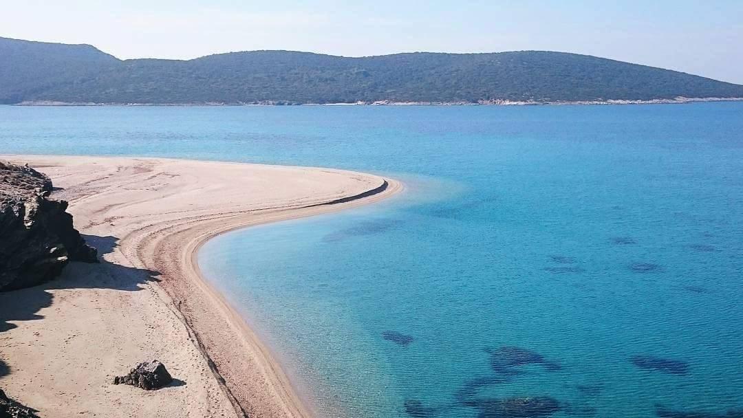 Εδώ βρίσκεται η ελληνική παραλία που έγινε διάσημη λόγω του διαφημιστικού σποτ.