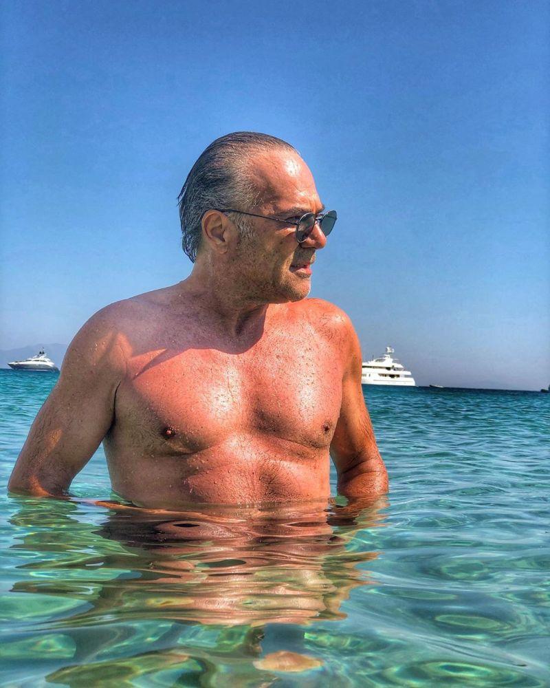 Ο 58χρονος Παύλος Ευαγγελόπουλος διαθέτει κορμί που θα ζήλευαν πολλοί.