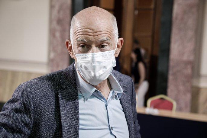 Με μάσκα για τον Κορωνοϊο ο Γιώργος Παπανδρέου στην συνεδρίαση του ΠΑΣΟΚ.