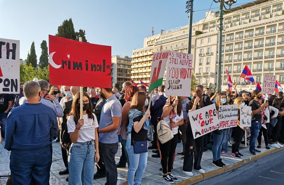 Σείστηκε το Σύνταγμα από το δυναμικό παρών των Ελλήνων Αρμενίων στη Παναρμενικη συγκέντρωση διαμαρτυρίας (Βίντεο)