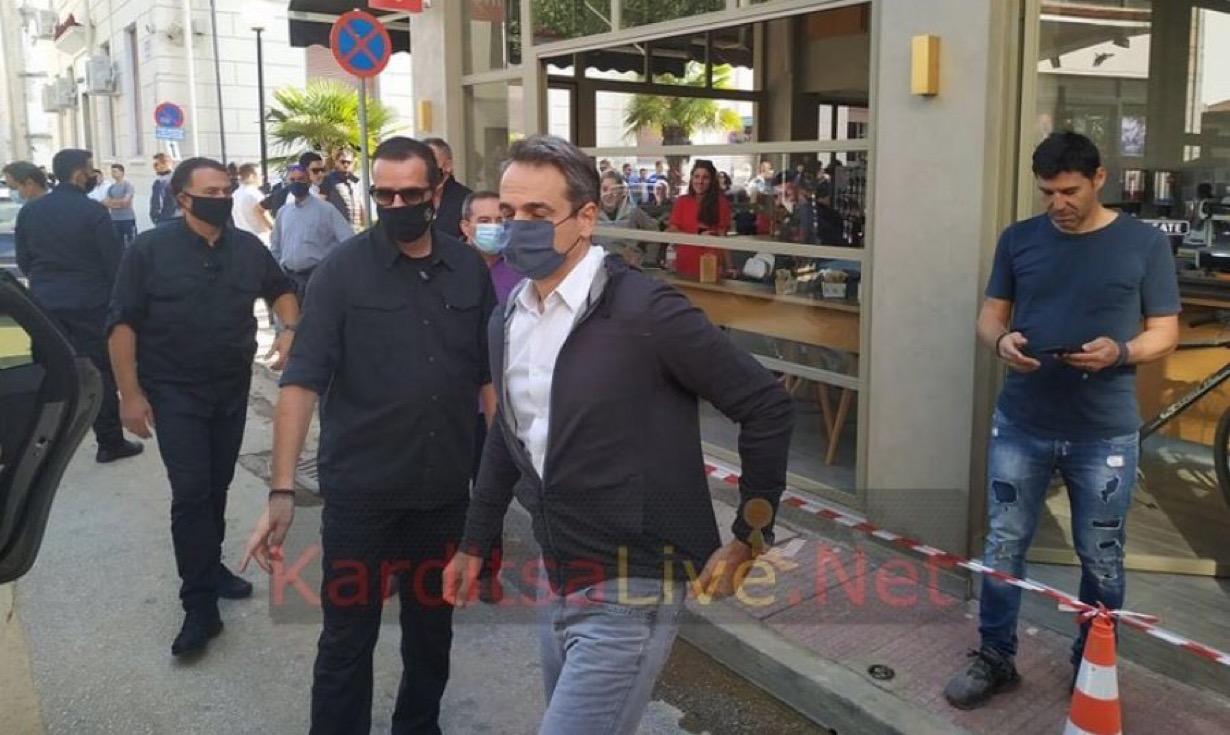 Καρδίτσα: Έγινε Λούης ο Μητσοτάκης και έτρεξε σαν σίφουνας να κρυφτεί μέσα στο δημαρχείο