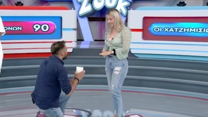 Έκανε πρόταση γάμου στην αγαπημένη του στον αέρα του Ρουκ Ζουκ (Βίντεο)