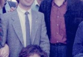 Η φωτογραφία από το παρελθόν γνωστού υπουργού που δεν θέλει πλέον να θυμαται ότι την έβγαλε