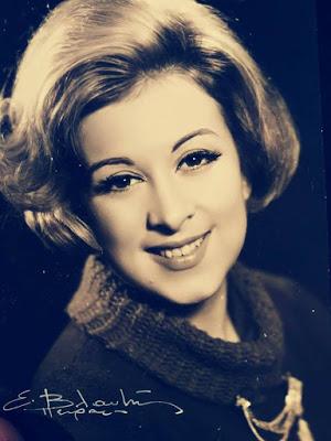 Έφυγε από τη ζωή η Σάσα Μανέτα, η πρώτη ελληνίδα τηλεπαρουσιάστρια