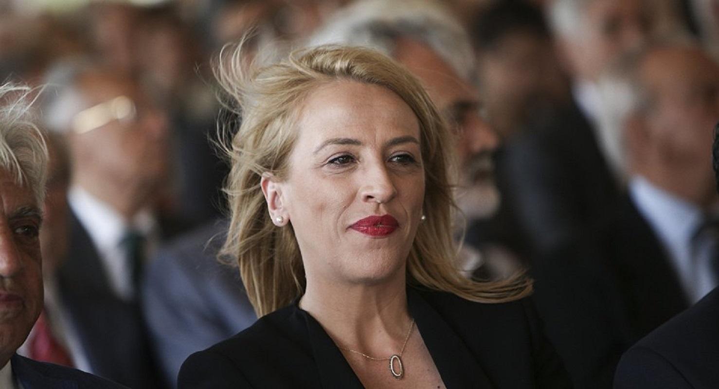 """Η Φωτεινή Πιπιλή """"ανακάλυψε"""" σήμερα στη Βουλή ότι στη Μάνδρα """"δημοτική αρχή και πολεοδομία έπνιξαν κόσμο"""" (Βίντεο)"""