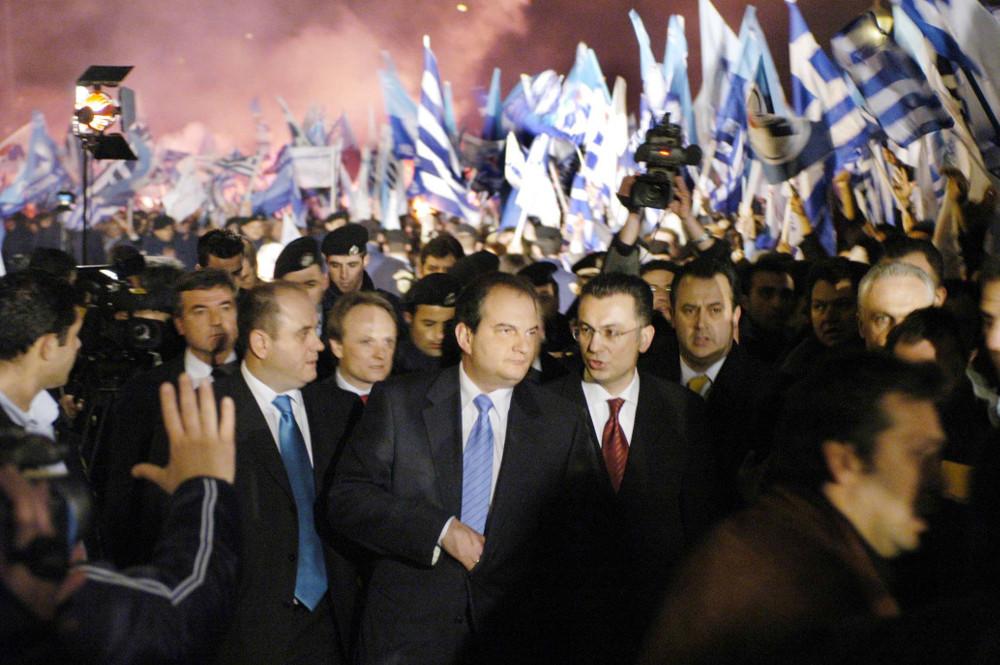 7 Μαρτη 2004: Σαν σήμερα κατέρρευσε ο Κώστας Σημιτης από την εξουσία – Τον κατατρόπωσε στις εκλογές ο Κώστας Καραμανλής