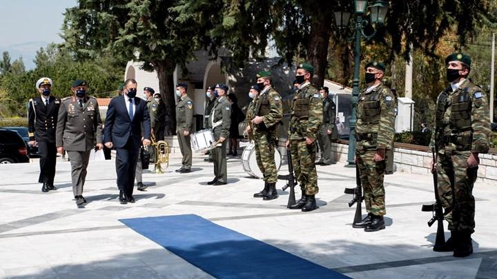 Λύγισε ο Στρατηγος Φλωρος στην κηδεία του εθνικού ευεργέτη, Ιακωβου Τσούνη