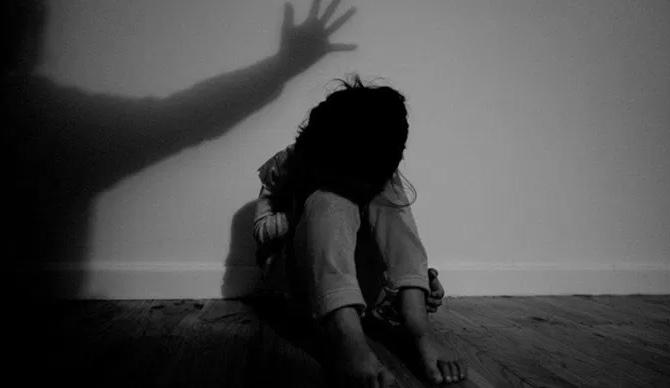 Θανατική ποινή στα κτήνη που βίαζαν και βασάνιζαν ακόμα και παιδί δύο ετών