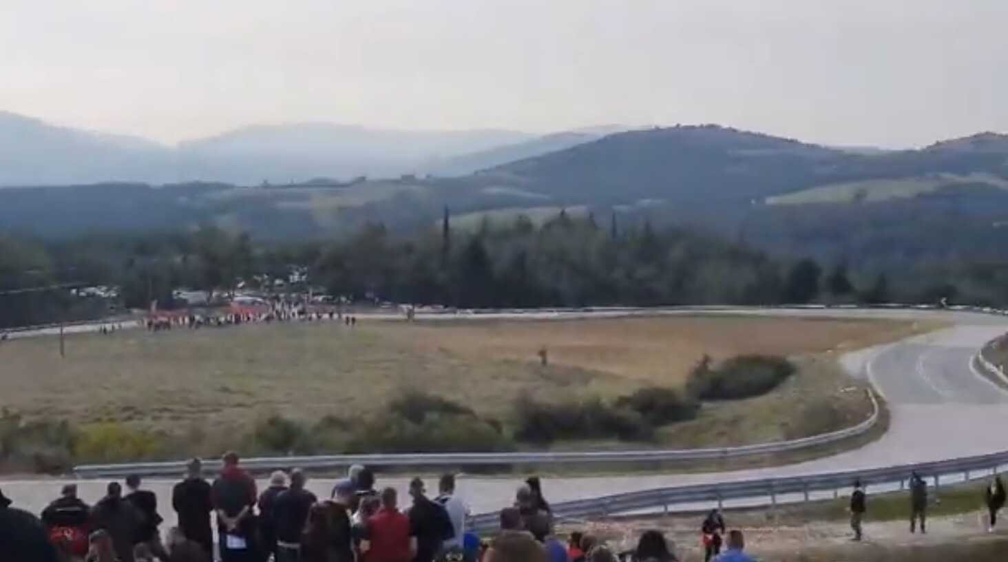 Τρομακτικό ατύχημα: Αγωνιστικό αυτοκίνητο αναποδογύρισε με μεγάλη ταχύτητα στην Ελασσόνα (Βίντεο)
